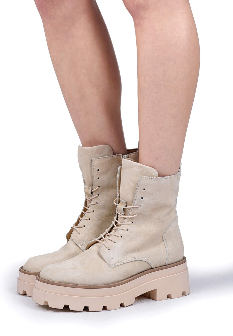 MJUS - Lace-up ankle boots - panna