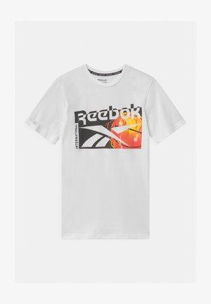 BASKETBALL UNISEX - Print T-shirt - white