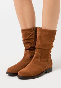 Apple of Eden - GIGI - Boots - cognac - 0