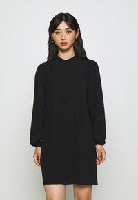 Vero Moda Petite - VMSAGA PLEAT SHORT DRESS - Shirt dress - black - 0