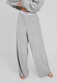 Calvin Klein Underwear - SLEEP PANT - Pyjamasbukse - grey heather - 0
