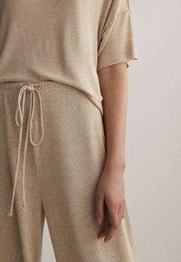 OYSHO - Pantalon classique - beige - 3