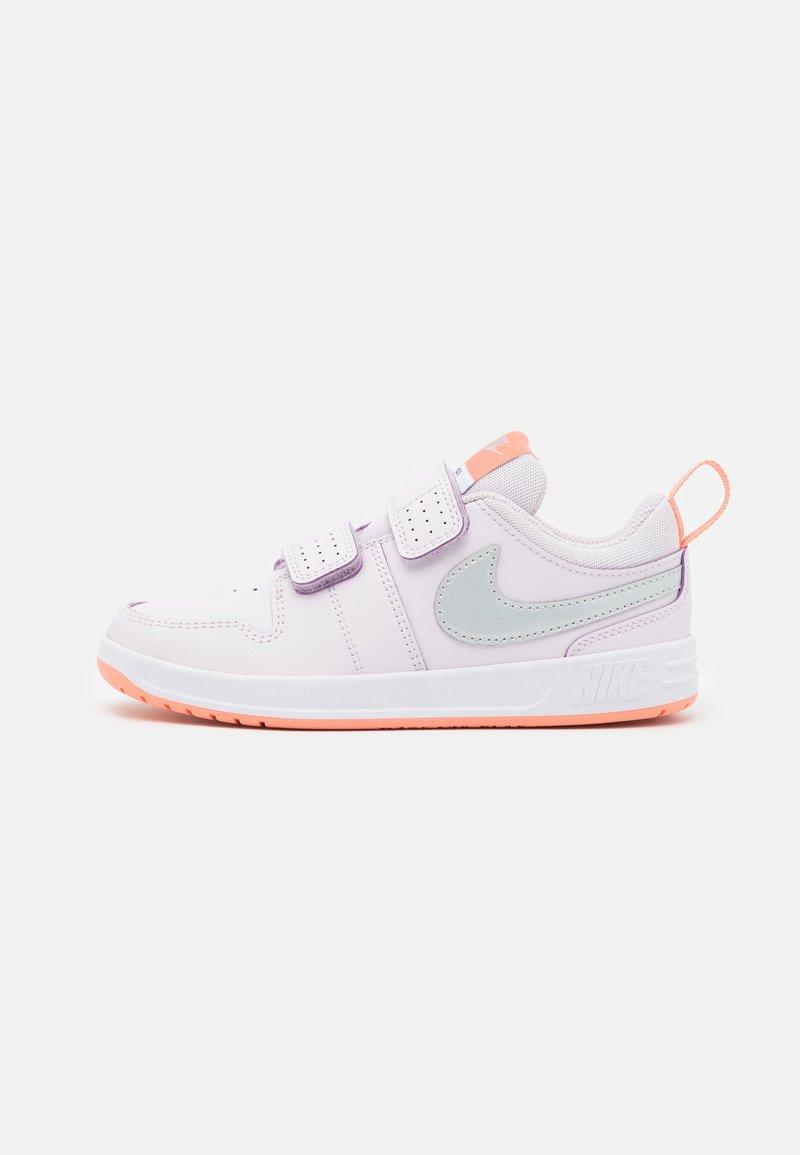 Nike Performance - PICO 5 UNISEX - Scarpe da fitness - light violet/metallic platinum/crimson bliss/white