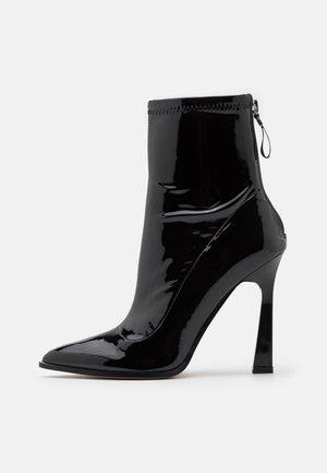 NAOMY - Støvletter - black