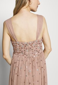 Maya Deluxe Maternity - CLUSTER SEQUIN EMBELLISHED DRESS - Vestido de fiesta - taupe blush - 4
