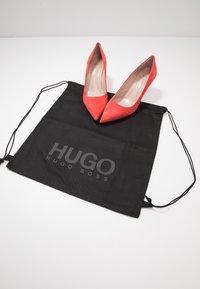HUGO - INES - Klassiske pumps - bright red - 7