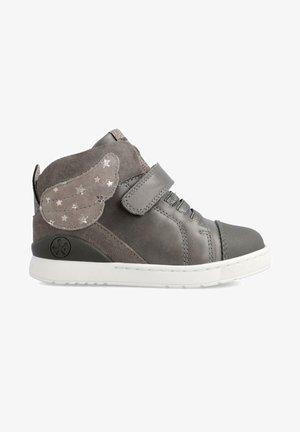 TRACITA - Zapatillas - gris