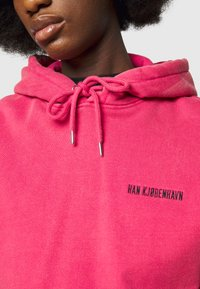 Han Kjøbenhavn - BULKY HOODIE - Felpa - faded dark pink - 5