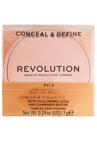 Makeup Revolution - CONCEAL & DEFINE POWDER FOUNDATION - Foundation - p11.2 - 4