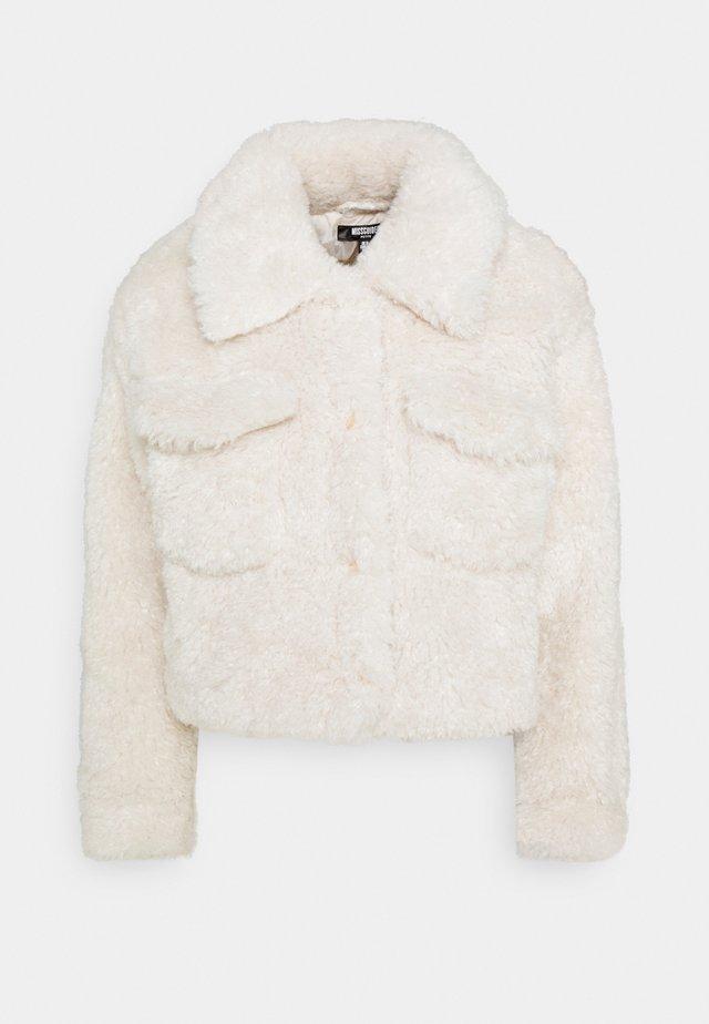 CROPPED BORG TRUCKER - Winter jacket - cream
