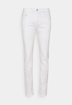 ROCCO TRUEFLEX - Džíny Slim Fit - white