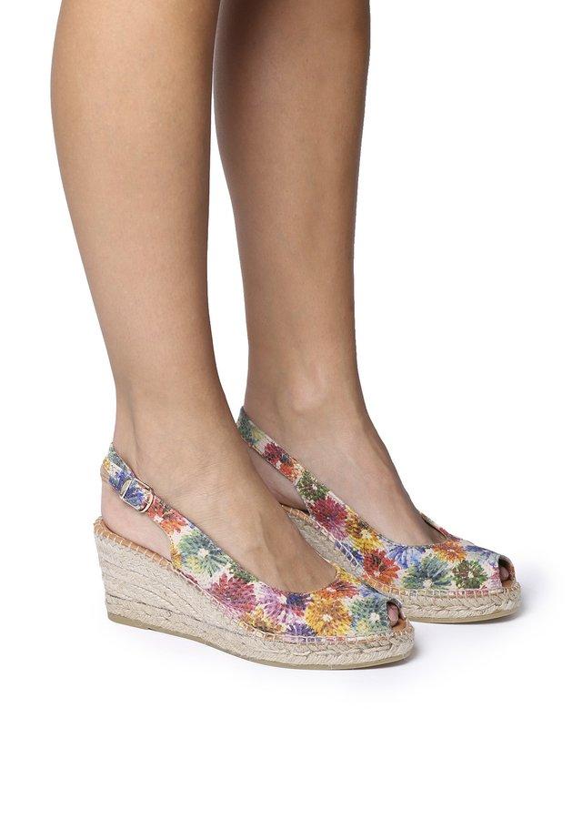 Sandaalit nilkkaremmillä - multi