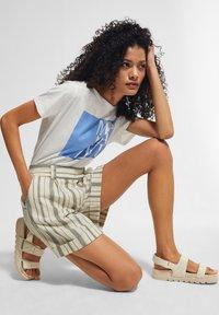 comma casual identity - Shorts - white woven stripes - 4