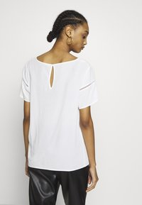 Vila - VIMERO DETAIL TOP - Bluse - snow white - 2