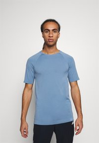NU-IN - SHORT SLEEVE TRAINING  - Basic T-shirt - blue - 0