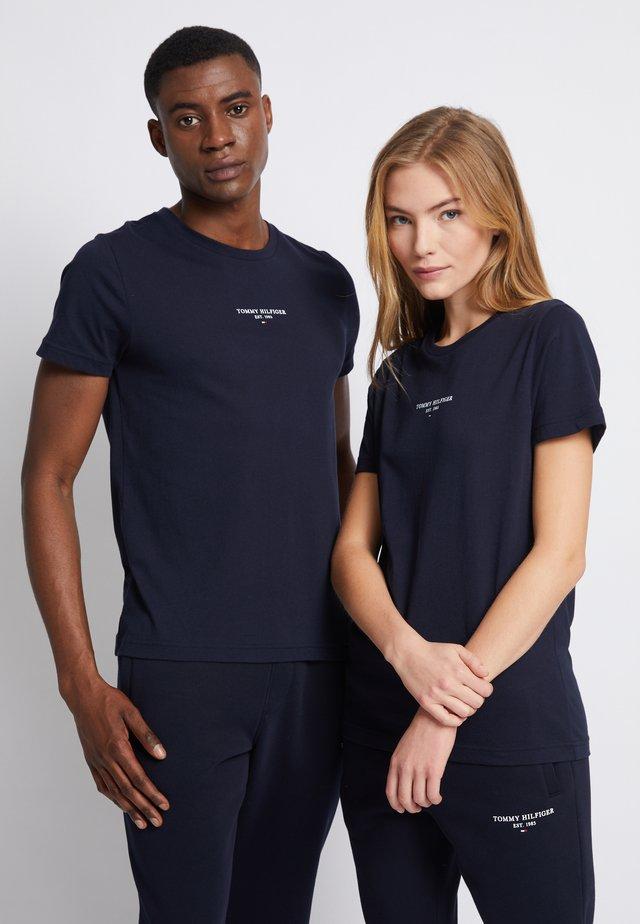 LOGO TEE UNISEX - T-shirt print - desert sky