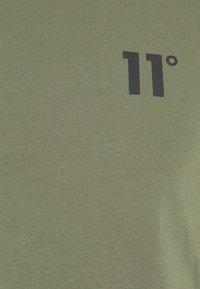 11 DEGREES - CORE MUSCLE FIT - T-shirt print - khaki - 2