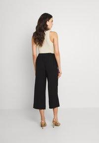 Pieces - PCKELLIE CULOTTE ANKLE PANT - Pantalones - black - 2