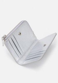 Coccinelle - METALLIC SOFT - Peněženka - silver-coloured - 2