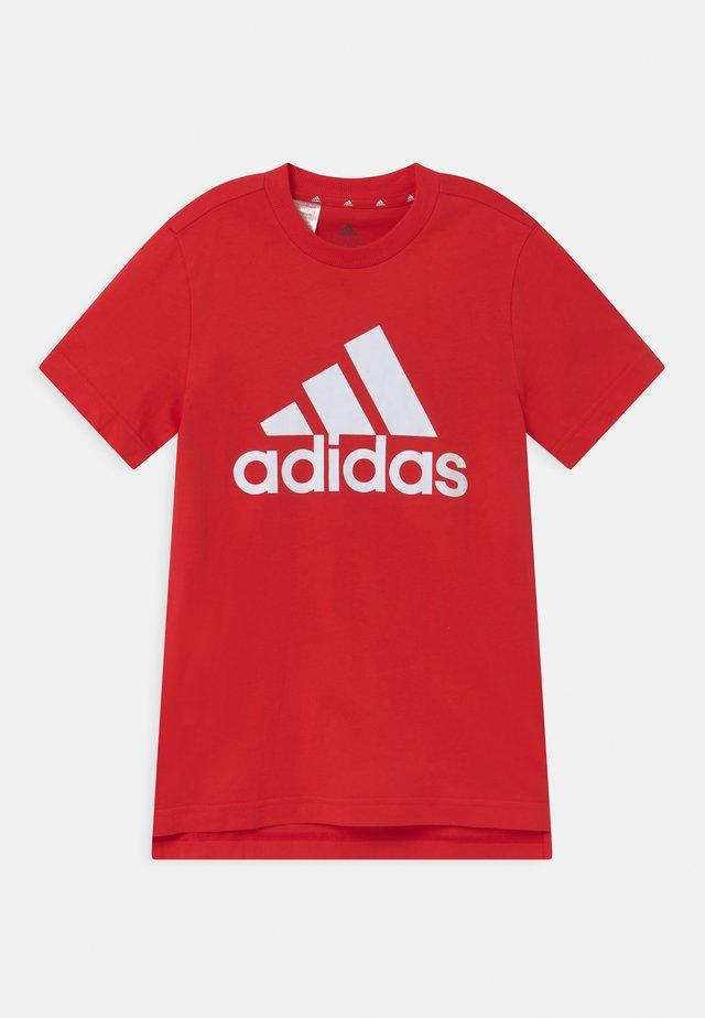 UNISEX - Print T-shirt - vivid red/white