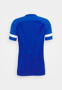Nike Performance - Camiseta estampada - game royal/white - 6