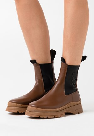 POWDER CHELSEA - Platform ankle boots - brown