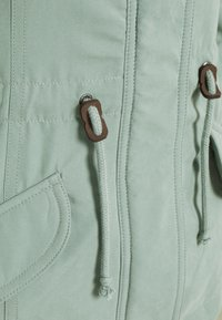 ONLY Petite - ONLNEWLUCCA  - Parka - chinois green - 2