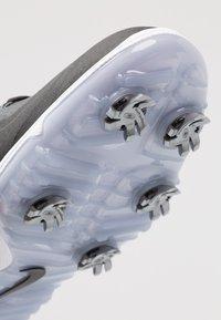Nike Golf - REACT VAPOR  - Golfskor - black/metallic white - 5