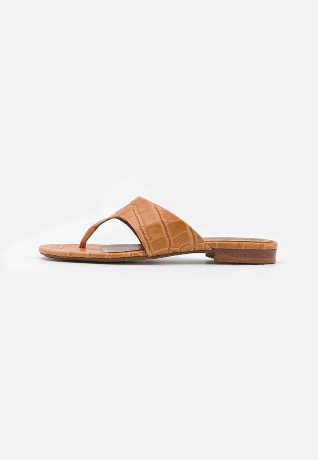 Sandály s odděleným palcem - caramelo