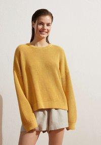 OYSHO - Jumper - yellow - 0