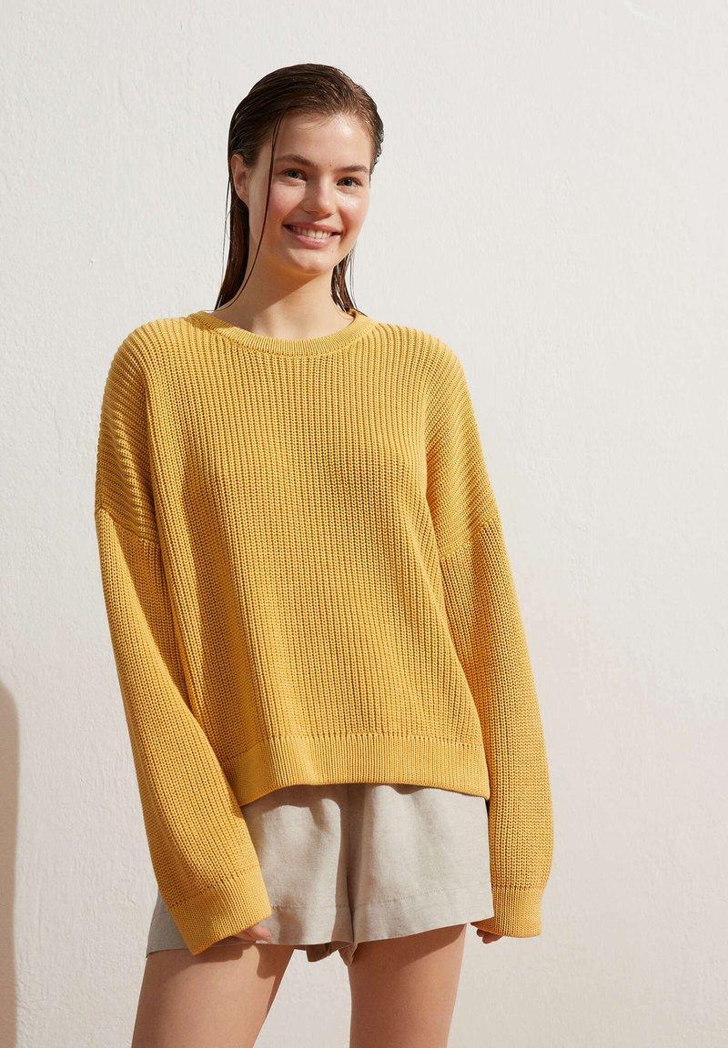 OYSHO - Jumper - yellow