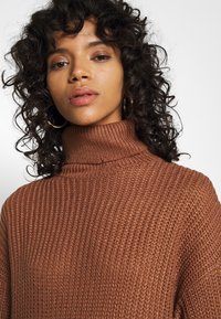 Missguided - ROLL NECK BASIC DRESS - Pletené šaty - mocha - 8