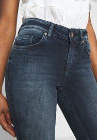 ONLY Petite - ONLBLUSH LIFE MID RAW - Jeans Skinny Fit - blue black denim - 3