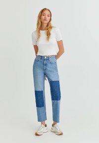PULL&BEAR - MIT PATCHWORK - Jeans straight leg - blue - 1