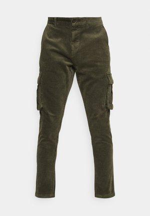 JULIUS  - Pantalon cargo - cypress