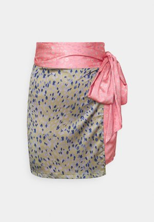 GRAPEFRUIT JASPRE - Wrap skirt - green/pink