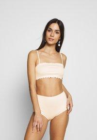 Monki - PAULINE AND GETRUDE BIKINI SET - Bikini - white light - 0