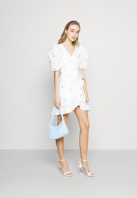 Missguided - FLORAL BRODERIE PUFF SLEEVE MINI DRESS - Kjole - white - 1