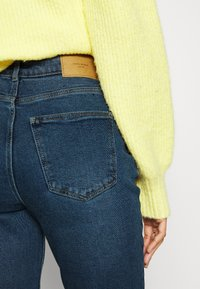 Vero Moda - VMJOANA  MOM ANK - Jeans Tapered Fit - medium blue denim - 5