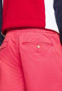 Polo Ralph Lauren - 6-INCH POLO PREPSTER TWILL SHORT - Shorts - chili pepper - 4