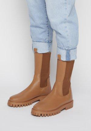CHERRIE - Vysoká obuv - all tonal tan