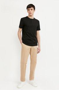 Finn Flare - Basic T-shirt - black - 1