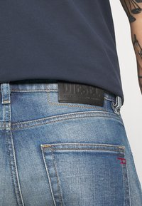 Diesel - D-STRUKT-A - Slim fit jeans - 009hh - 4