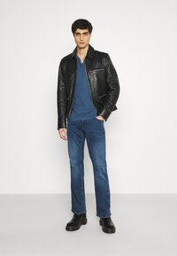 Mustang - OREGON - Jeansy Bootcut - denim blue