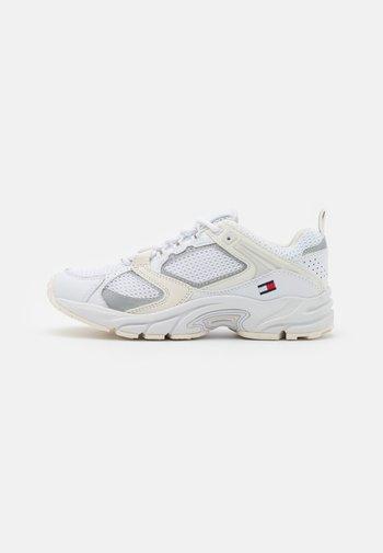 ARCHIVE RUNNER - Sneaker low - white
