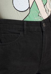 ONLY - ONLVEGA LIFE MOM - Szorty jeansowe - black denim - 4