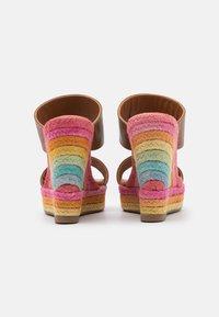 Kurt Geiger London - ARIANA WEDGE MULE - Pantofle na podpatku - tan - 3