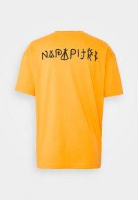 Napapijri The Tribe - YOIK UNISEX - Print T-shirt - yellow solar - 7