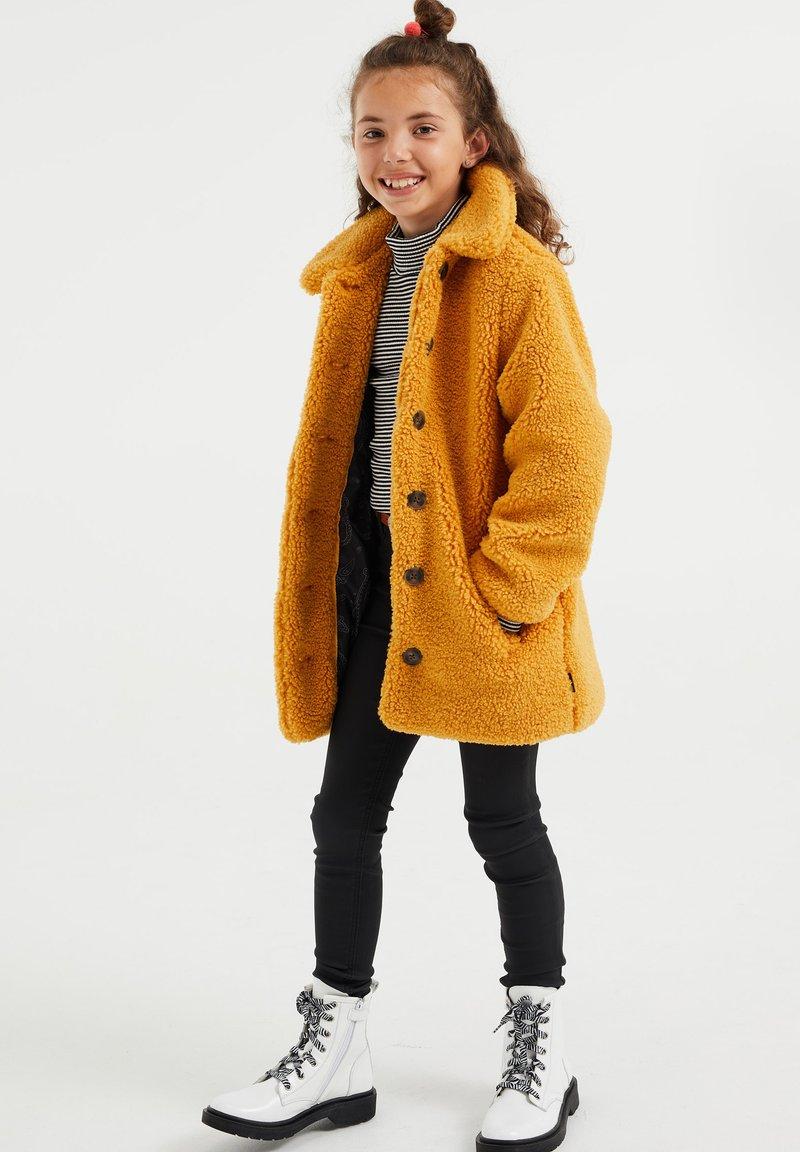 WE Fashion - TEDDY  - Abrigo de invierno - ochre yellow