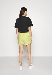 Nike Sportswear - Shorts - zitron - 2